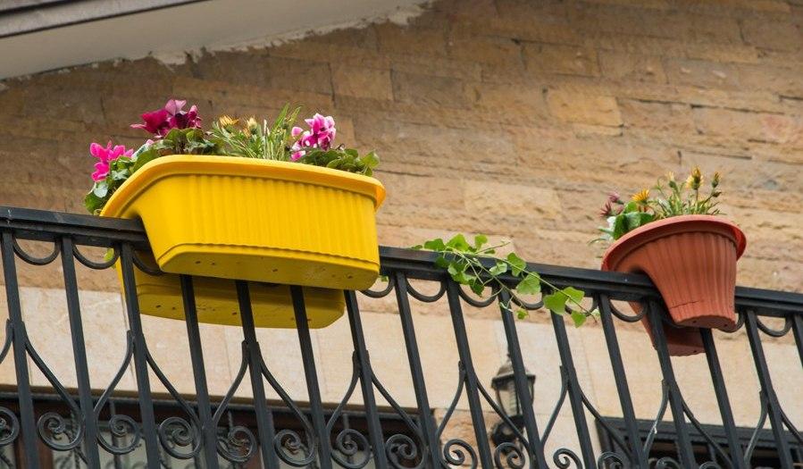 بهترین گلدان پلاستیکی نرده ای